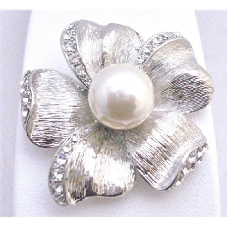 Flower 5 Petals Brooch With White Pearls In the Middle Bridal Affordable Inexpensive Brooch Brooch NEW Bridal Bridemaids Wedding Cake Brooch W/ Sparkling Crystals