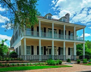 One of the oldest buildings in Mobile has been recently renovated.  Excellent location for Mardi Gras; there is a driver as well.