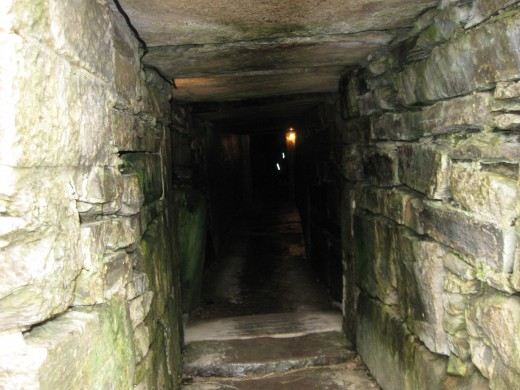 Maeshowe Cairn tunnel-entrance