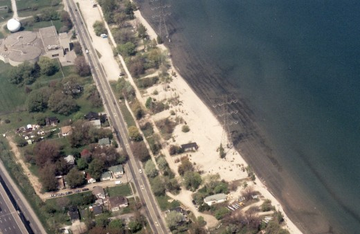 This aerial photo taken in 1998 shows many cottages along the beach have been demolished compared to the 1995 aerial photo. This photo, at the bottom, shows the cottage with the catamaran boat club which still remains today.