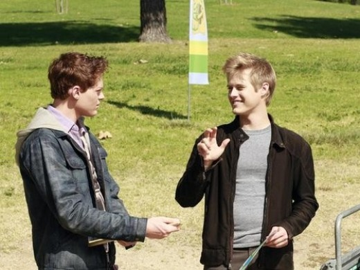 """Berdy and Grabeel sign their way into a music gig on """"Switched at Birth."""""""