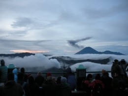 Crowds at Penanjakan Viewpoint, to wait for the sunrise. However due to the thick clouds and mists we were not able to see good sunrise view.