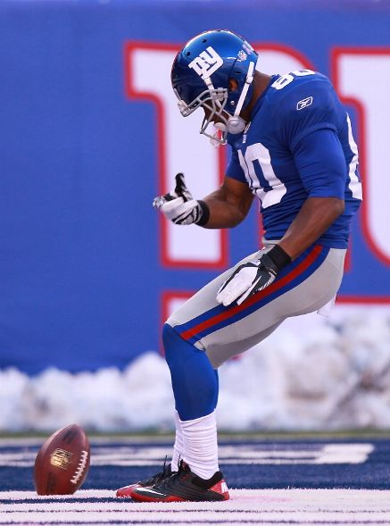 (Photo by Nick Laham/Getty Images) EAST RUTHERFORD, NJ - OCTOBER 30: Victor Cruz #80 of the New York Giants celebrates a touchdown against the Miami Dolphins at MetLife Stadium on October 30, 2011 in East Rutherford, New Jerse