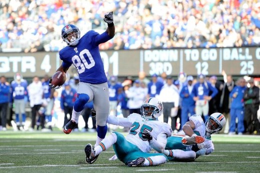 Victor Cruz #80 of the New York Giants scores a touchdown (Photo by Patrick McDermott/Getty Images)