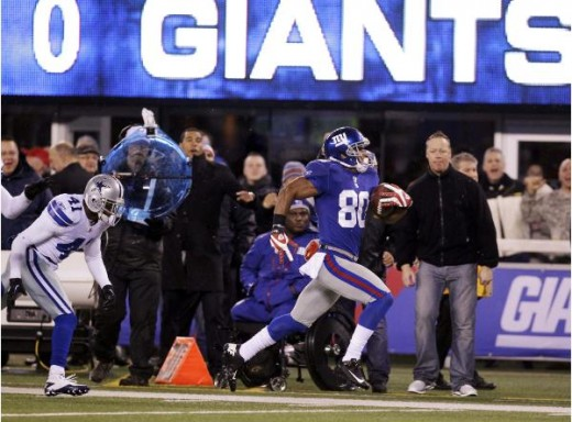 Victor Cruz #80 NYG WR sprints for touchdown to get Giants going toward big win over Cowboys on Jan 1, 2012