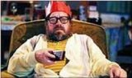 Ricky Tomlinson as Jim Royle, full-time scruff.