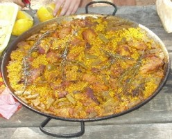 Origin and Recipe of Traditional Valencian Paella with Saffron