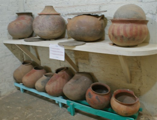 Funerary urns and pots (ollas) that have been found on Ometepe.  Ollas were used following the Sapoa period.