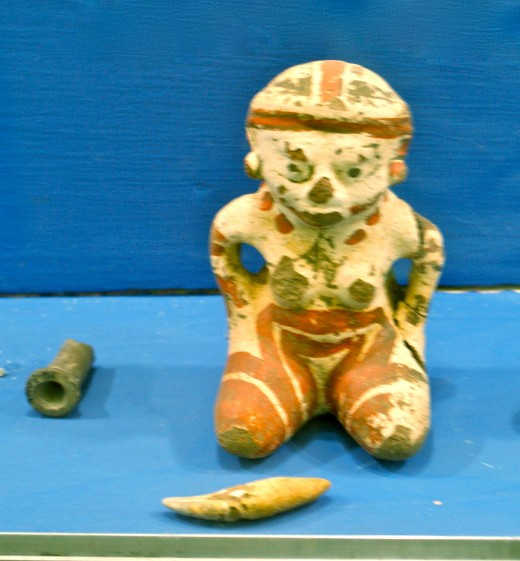 Sapoa Period figurine and other artifacts.