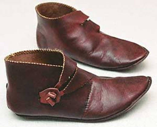 Icelandic-styled shoes looking for all the world like 1960s winkle-picker shoes worn by western teenagers
