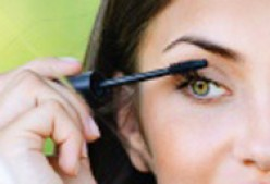 Get super black and flirty eyelashes with L'Oréal Voluminous Million Lashes Mascara in Carbon Black