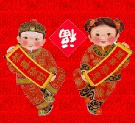 "A new-year picture with couplets held by the two little people: the word between is a upside-down word for ""happiness"". The term for ""upside-down happiness"" has the same pronunciation with the term for ""happiness is coming""."