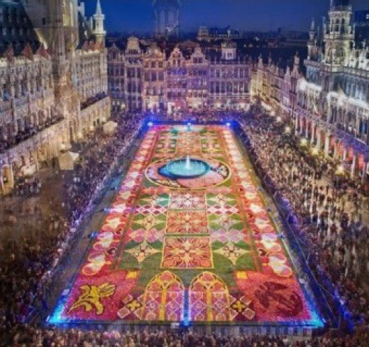 Brussel's Flower Carpet happens every 2 years, this year will be on 14 August at 10 p.m. Exhibition dates:  15, 16, 17, 18 and 19 August 2012.