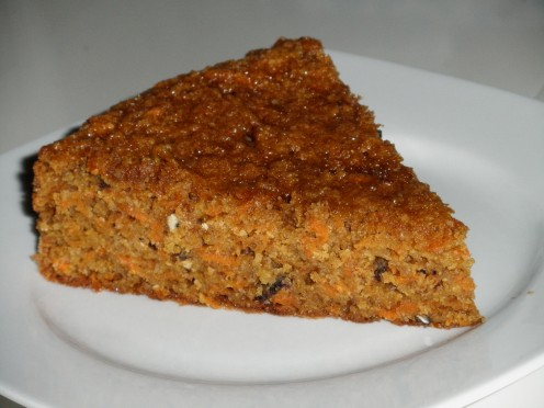 Healthy and moist carrot cake: butter free, dairy free, with a low calorie count and low glycemic index; rich in nutritious, wholesome, unrefined ingredients and loaded with fiber.