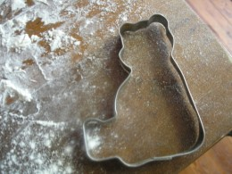 A sitting down bear was part of the cookie cutter revivial in the early 1980s