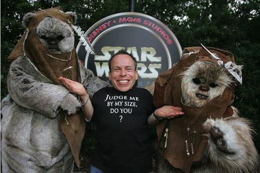 Warwick Davis with some old Ewoks friends