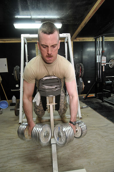 A U.S. Soldier from 2nd Platoon, Bravo Troop, 1st Battalion, 150th Armored Reconnaissance Squadron, 30th Heavy Brigade Combat Team, 1st Cavalry Division, from Bluefield, W.Va, lifts weights at Camp Yusifiyah, in central Iraq