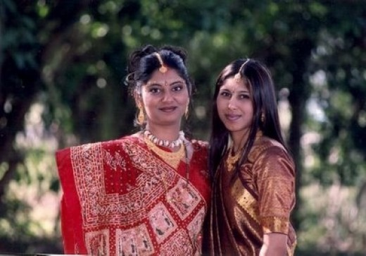 Females dressed in gujarati saree