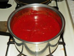 Homemade sauce, enough for 3 more pizzas!