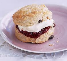 scones with jam and fresh cream .Yummy.  Oh!  for ´jam´ read ´jelly