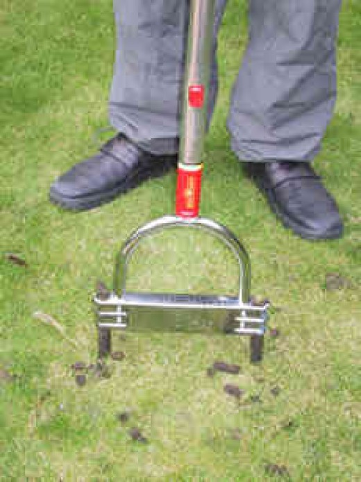 A hand aerator being used.