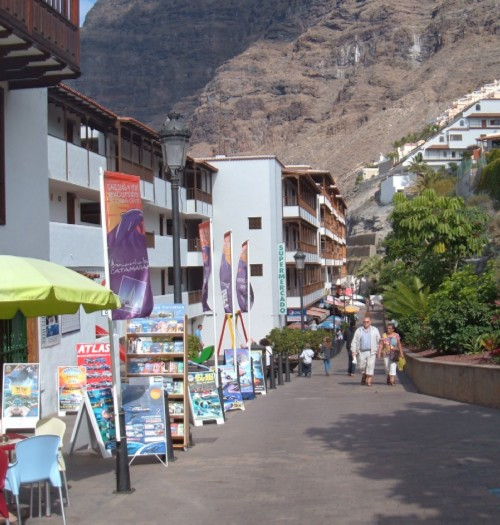 The way down to Los Gigantes beach. Photo by Steve Andrews