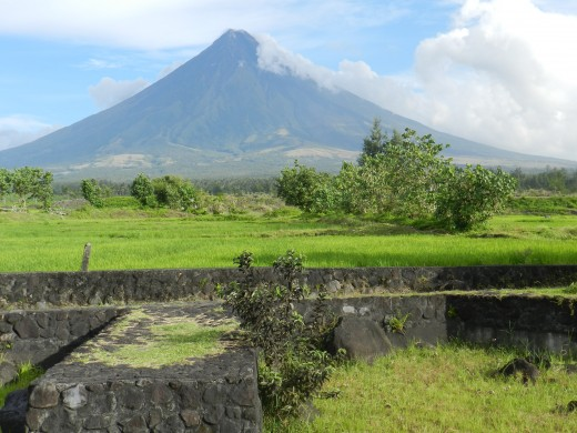 The Mayon volcano in the background of one portion of the Cagsawa ruins that remind those who visit or learn about it about the decisive destruction of this natural wonder.