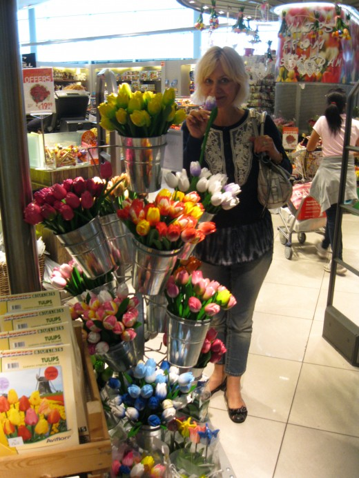 Amsterdam Airport Schiphol - my wife in a tulip shop