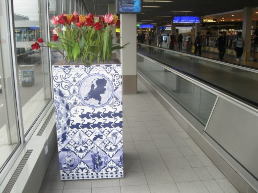 Amsterdam Airport Schiphol - More tulips