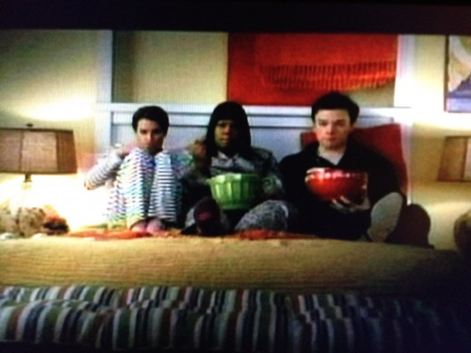 Rachel, Mercedes, and Kurt watch Twilight and talk about love.
