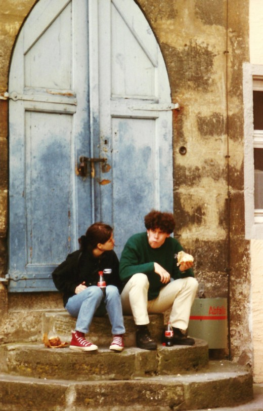 Couple sitting on steps to grab a bite to eat in Rothenburg.