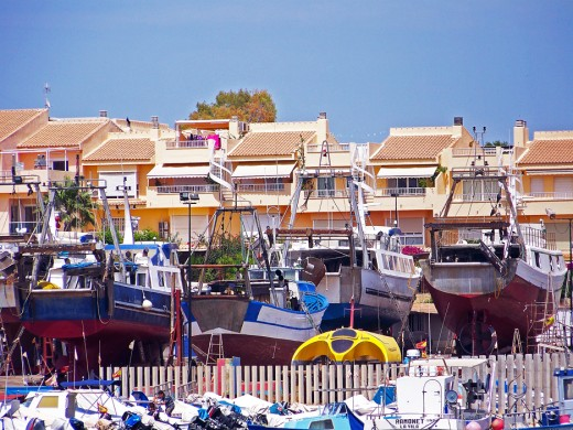 People who live near the port learn to live with the noise of the fishing boats early morning departures or the move.