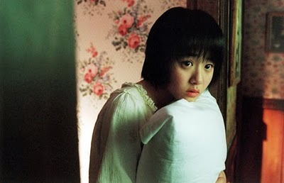 The lovely Geun-young Moon as little sister Soo-yeon.