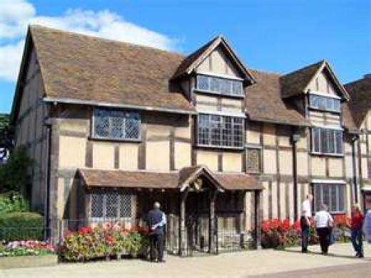 This photo of the house in which William Shakespeare was born is courtesy of en.wikipedia.org,