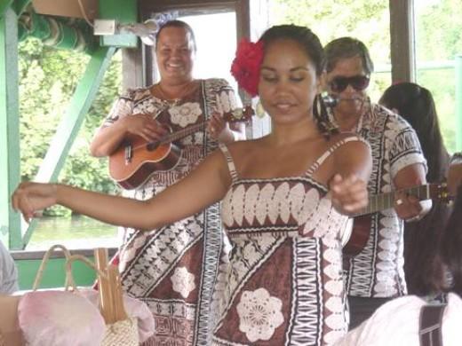 Entertainment on the Wailua River Cruise