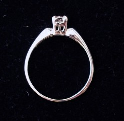What is the best way to sell off an engagement ring from a past relationship?