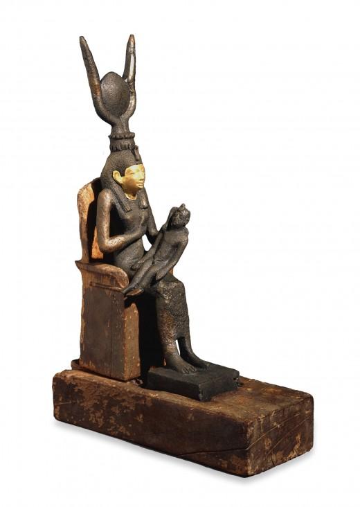 Isis breastfeeding baby Horus