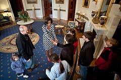 Pretty First Lady, Michelle Obama meets a tour of visitors who have been cleared to walk with her on a visit to the White House. I am NOT in this tour group.