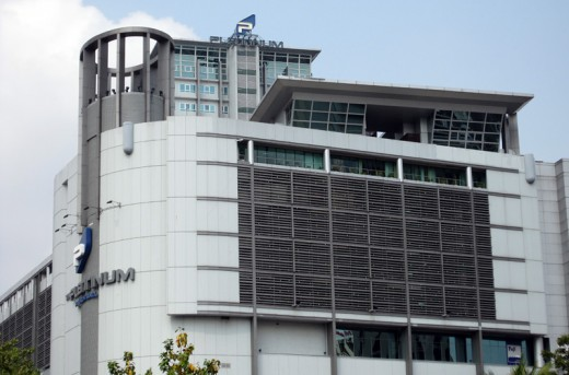 Two towers on Petchburi Road: Platinum Fashion Mall is a heaven for bargain hunters and wholesale dress shoppers