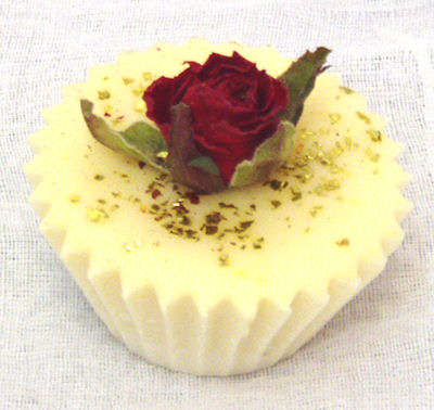 cupcake bath melt topped with dried rosebud