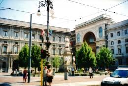 Palazzo Marino with statue of Leonardo da Vinci