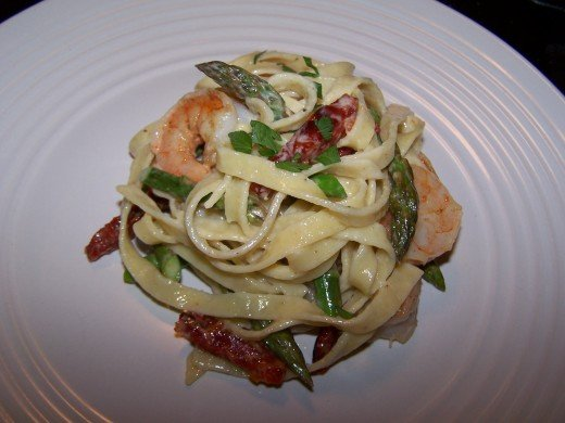 Fettuccine with Shrimp, Asparagus and Sun Dried Tomatoes