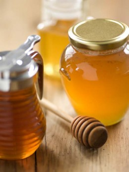 Combine honey with royal jelly to make an excellent nutritional supplement