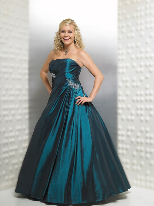 Perfect Prom Dresses for the Full Figured Girl