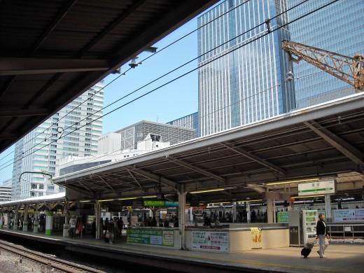 Tokyo platform with skyline in background.