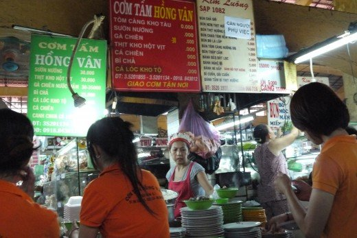 There are many food stalls in Ben Thanh Market. English menus are available and staff can help you further in English.