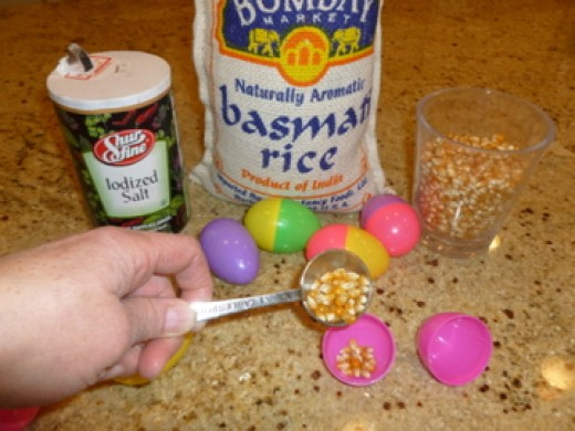 Fill two eggs with same filler (here popcorn kernels).
