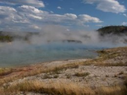 There are over 10, 000 amazing geothermal features in Yellowstone National Park, such as  these hot springs