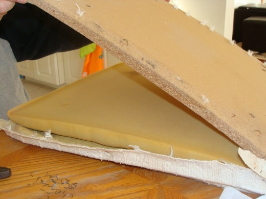 Remove the wood from the foam cushion and set aside.