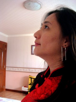 A friend gave me this rectangle earrings recently. I wore it during Chinese New Year!